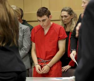 Mujer que alojó al autor de masacre en Florida llamó tres veces al 9-1-1