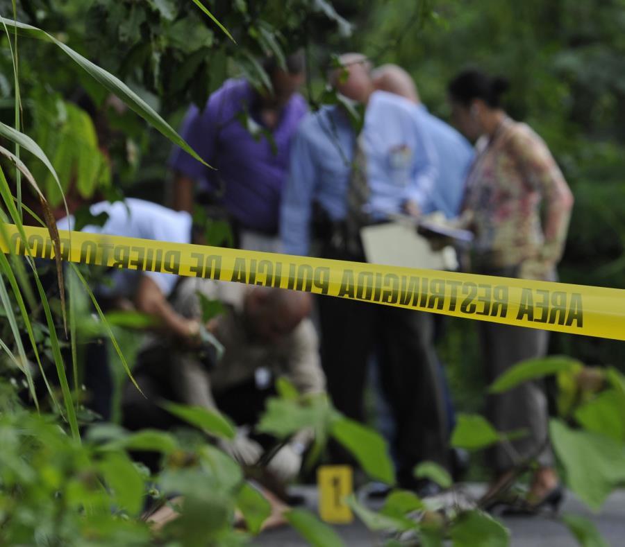 El caso quedó a cargo del Personal de Homicidios y Fiscal de turno, quienes llegaron hasta la escena para llevar a cabo la investigación correspondiente. (semisquare-x3)