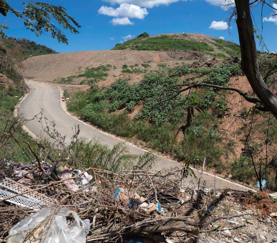 Tras el paso de los huracanes Irma y María, los vertederos en Puerto Rico perdieron un año de vida útil, y se estima que les quedan entre dos y cuatro años para rebasar su capacidad. (semisquare-x3)