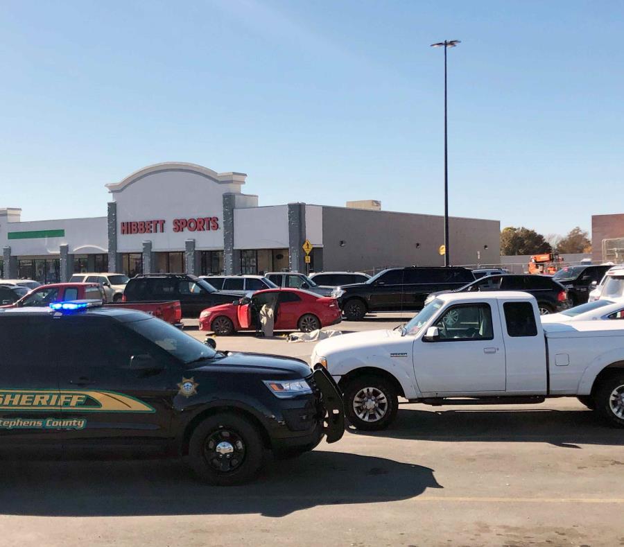 Al menos tres muertos en un tiroteo en tienda Walmart en Oklahoma