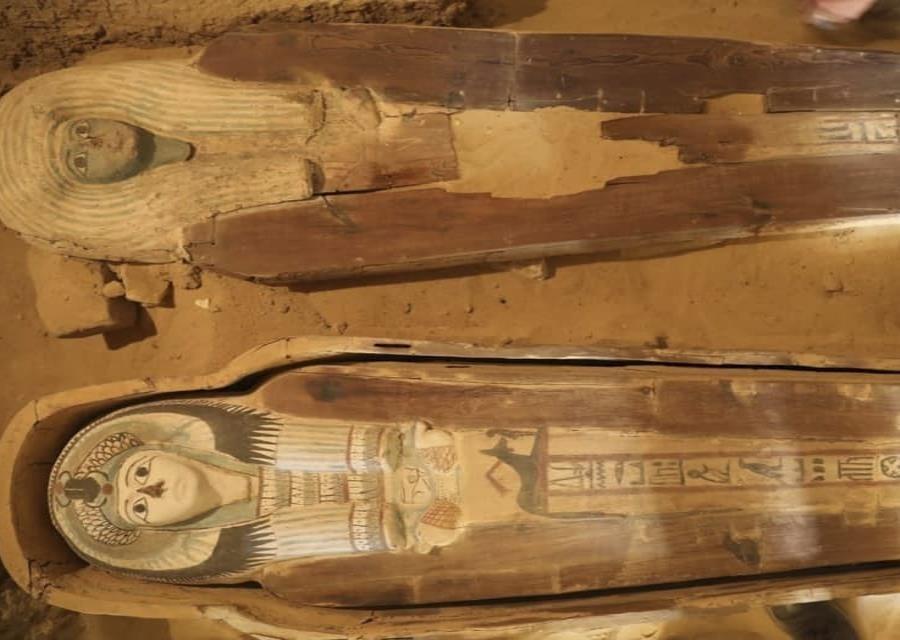 Foto distribuida por el Ministerio de Antigüedades egipcio muestra la parte descubierta de un cementerio antiguo cerca de las célebres pirámides de Giza. (Ministerio de Antigüedades via AP) (semisquare-x3)