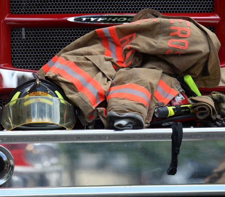 Los bomberos de Aibonito extinguieron el incendio. (GFR Media) (semisquare-x3)
