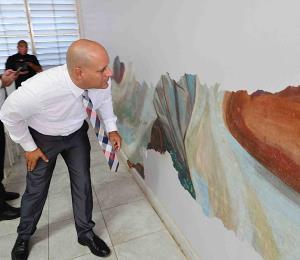 Logran ver cómo va la restauración del mural de Torres Martinó