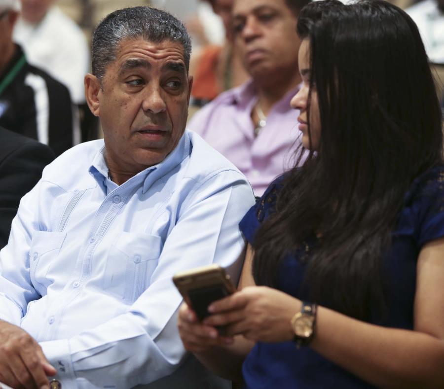 El congresista Adriano Espaillat se comprometió a preparar un proyecto a nivel federal para ayudar a las personas en Puerto Rico sin títulos de propiedad de sus viviendas. (GFR Media) (semisquare-x3)