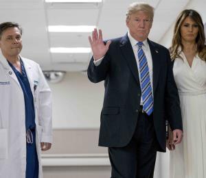 Trump se centra en equipos de emergencia en visita a Florida por tiroteo