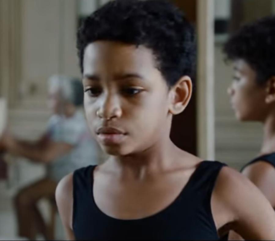 Imagen de la película que retrata la infancia y la adultez del importante bailarín. (Captura YouTube) (semisquare-x3)