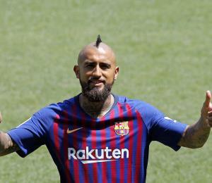 Vidal sueña con alzar la copa de la Champions con el Barsa