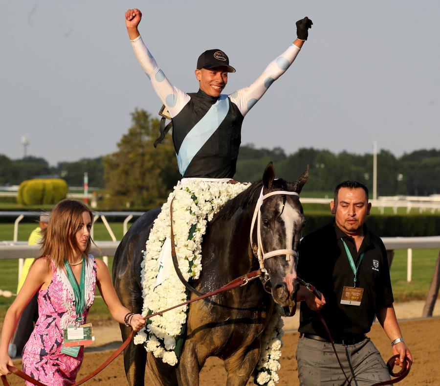 José Luis Ortiz, aquí sobre el lomo de Tapwrit tras ganar el Belmont Stakes en junio pasado, fue líder en 2017 en ganancias generadas. (AP) (semisquare-x3)