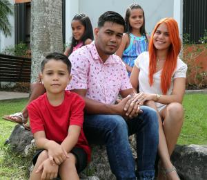 El boxeador Jesús Rojas es un campeón familiar