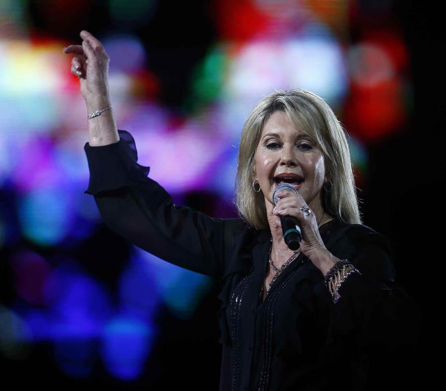La cantante australiana Olivia Newton-John durante la presentación que dio el año pasado en el Festival internacional de la canción de Viña del Mar en la Quinta Vergara, en Viña del Mar, Chile. (EFE) (semisquare-x3)