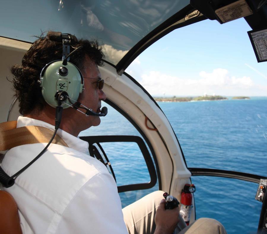 Ernesto Di Gregorio piloteando un helicóptero en el 2009. (GFR Media) (semisquare-x3)