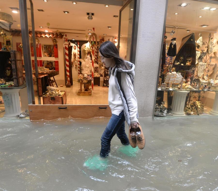Tres cuartas partes de Venecia están inundadas; van 5 muertos — En imágenes