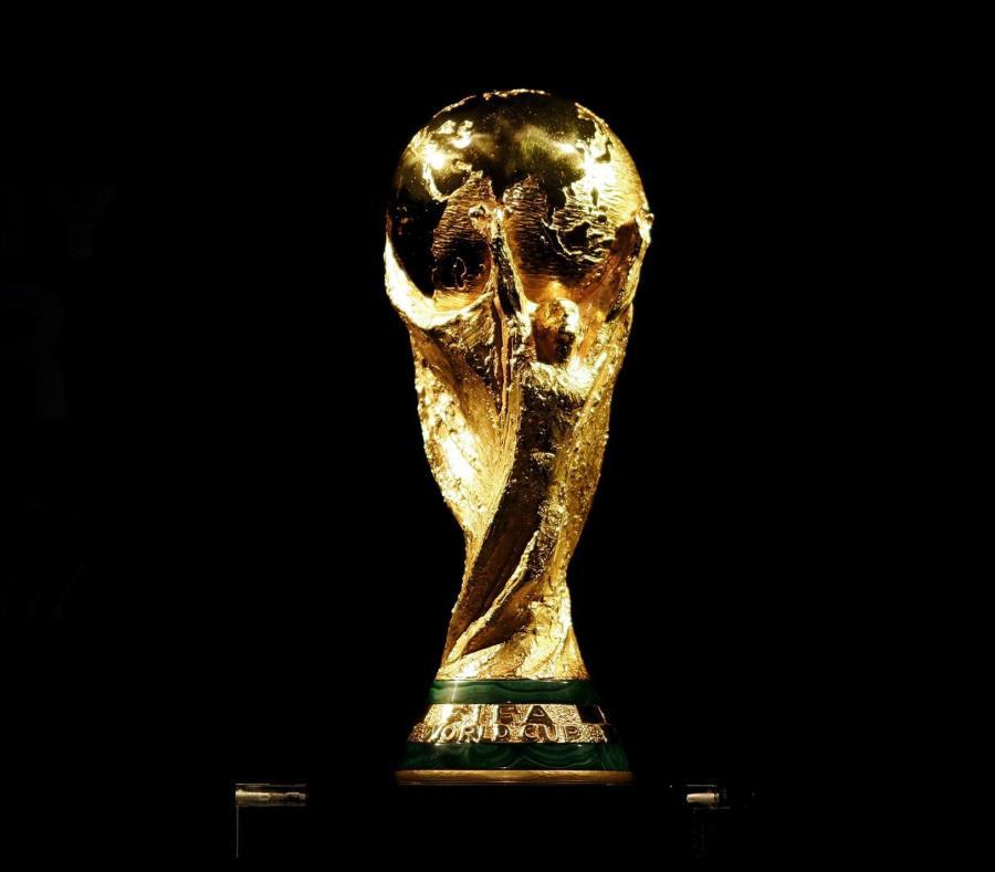 Detalle del trofeo de la Copa del Mundo. (EFE) (semisquare-x3)