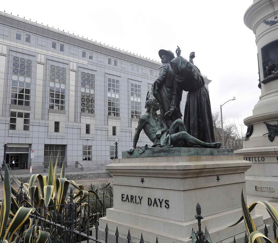 Una imagen de la estatua