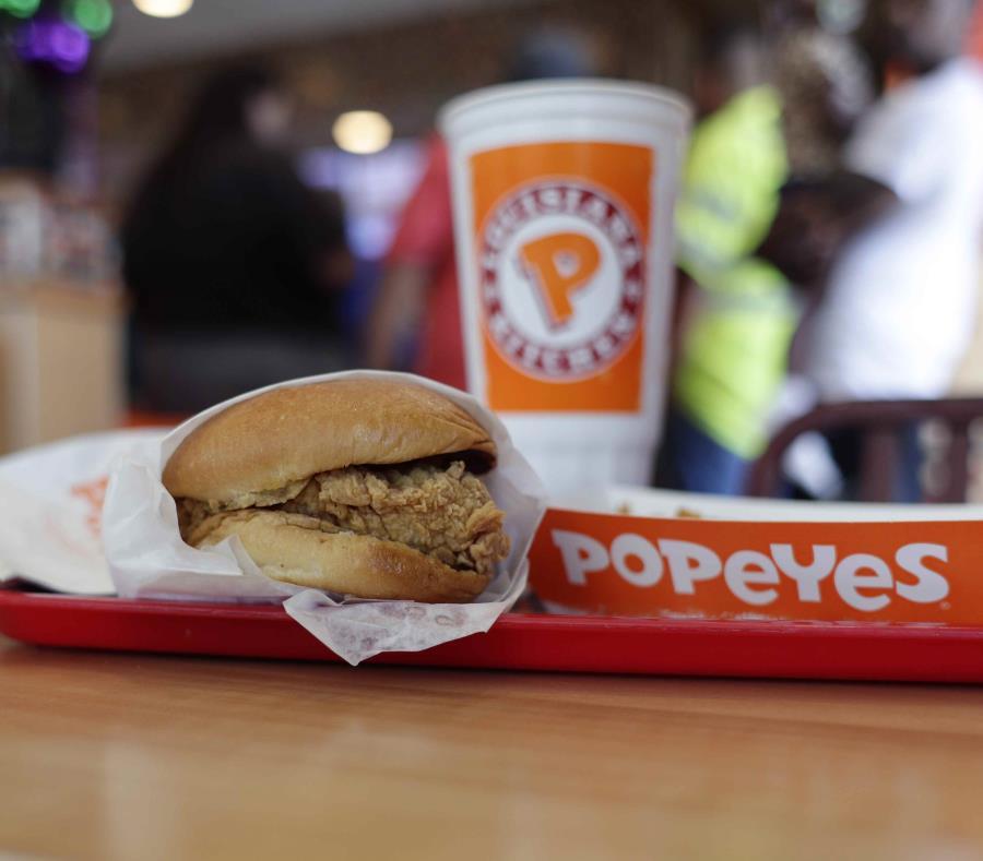 Vista del sándwich de Popeyes