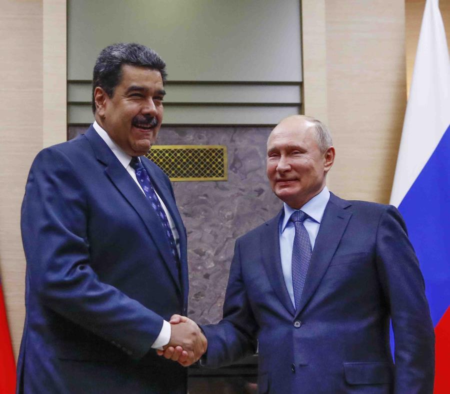 El presidente de Venezuela, Nicolás Maduro, a la izquierda, junto a Vladimir Putin, presidente de Rusia, a la derecha (semisquare-x3)