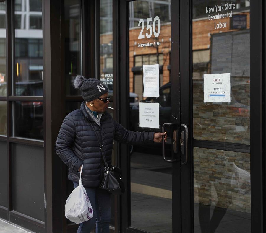 El coronavirus dispara los pedidos de ayuda por desempleo en EU