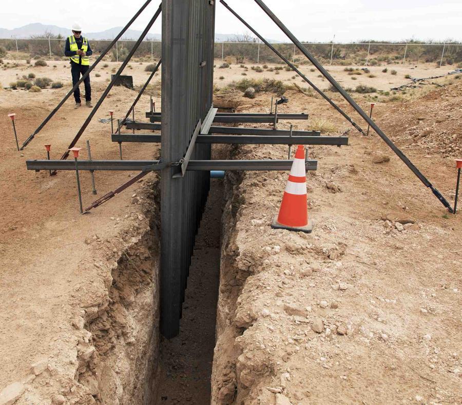 En la imagen, un nuevo tipo de bolardo que reemplazará la valla actual cerca del puerto de entrada de Santa Teresa, Nuevo México. (Oficina de Aduanas y Protección Fronteriza de Estados Unidos vía AP, Archivo) (semisquare-x3)