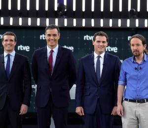 Cuatro guapos en España