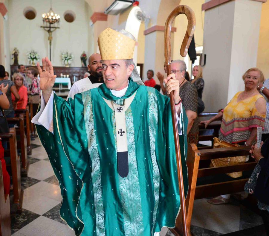 El arzobispo de San Juan, Roberto González Nieves, ofrece una misa en la parroquia San Mateo de Santurce, cuyas cuentas fueron embargadas. (GFR Media) (semisquare-x3)