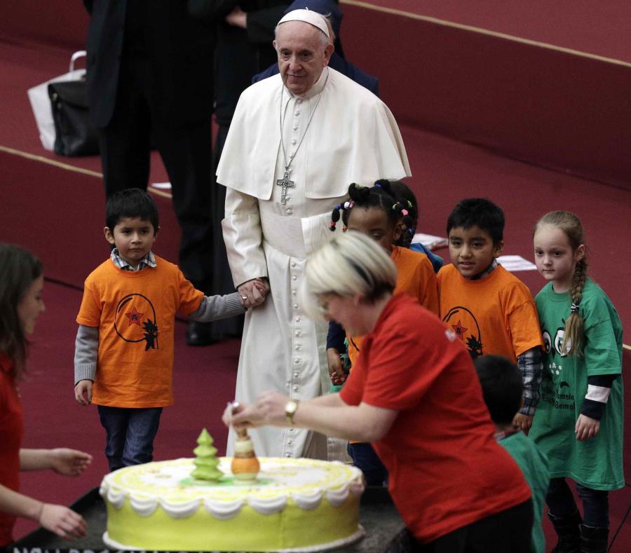 El papa Francisco invitó a los jefes eclesiásticos a una cumbre del 21 al 24 de febrero para responder a lo que se ha convertido en la amenaza más grave para su pontificado. (AP / Gregorio Borgia) (semisquare-x3)