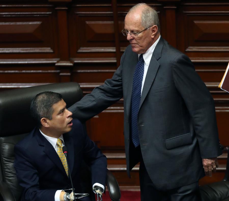 El presidente peruano Pedro Pablo Kuczynski  (derecha) indultó al expresidente Alberto Fujimori en la víspera del Día de Navidad. (EFE / Ernesto Arias) (semisquare-x3)