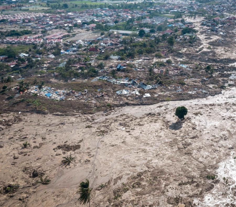 Un pueblo entero fue aniquilado por el tsunami en Indonesia (semisquare-x3)
