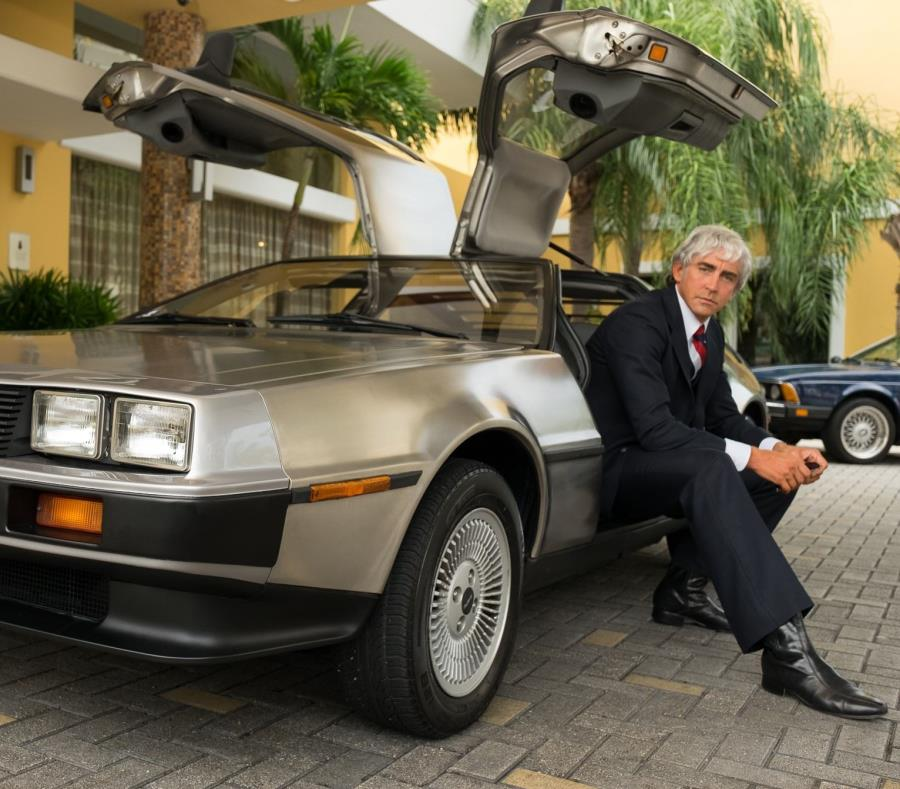 "Lee Pace interpretando a John DeLorean en el set de ""Driven"" (semisquare-x3)"