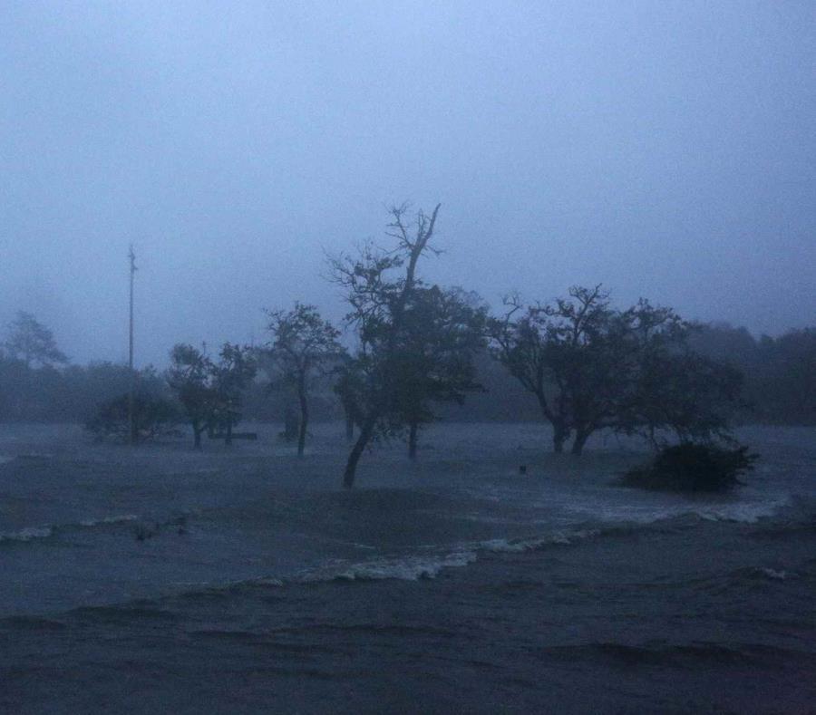 Suman 8 muertos por 'Florence'; esperan más lluvias