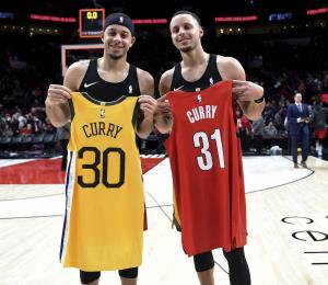 Apuesta entre los hermanos Curry para el concurso de tres puntos