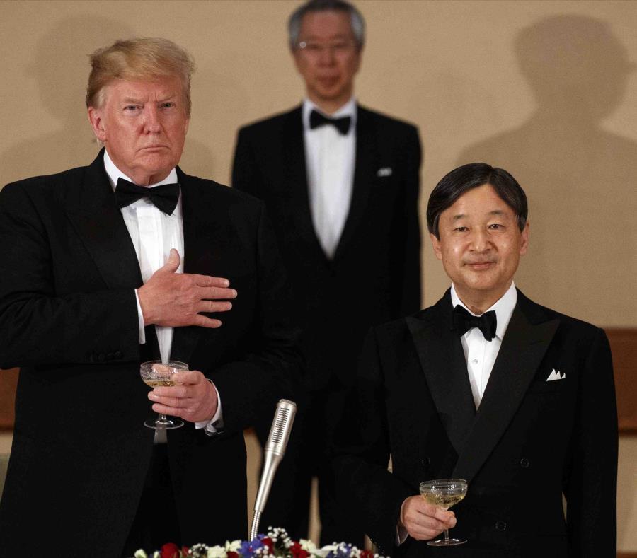 Trump se encuentra actualmente en Japón. En la imagen lo acompaña el emperador del país, Naruhito. (AP/Evan Vucci) (semisquare-x3)