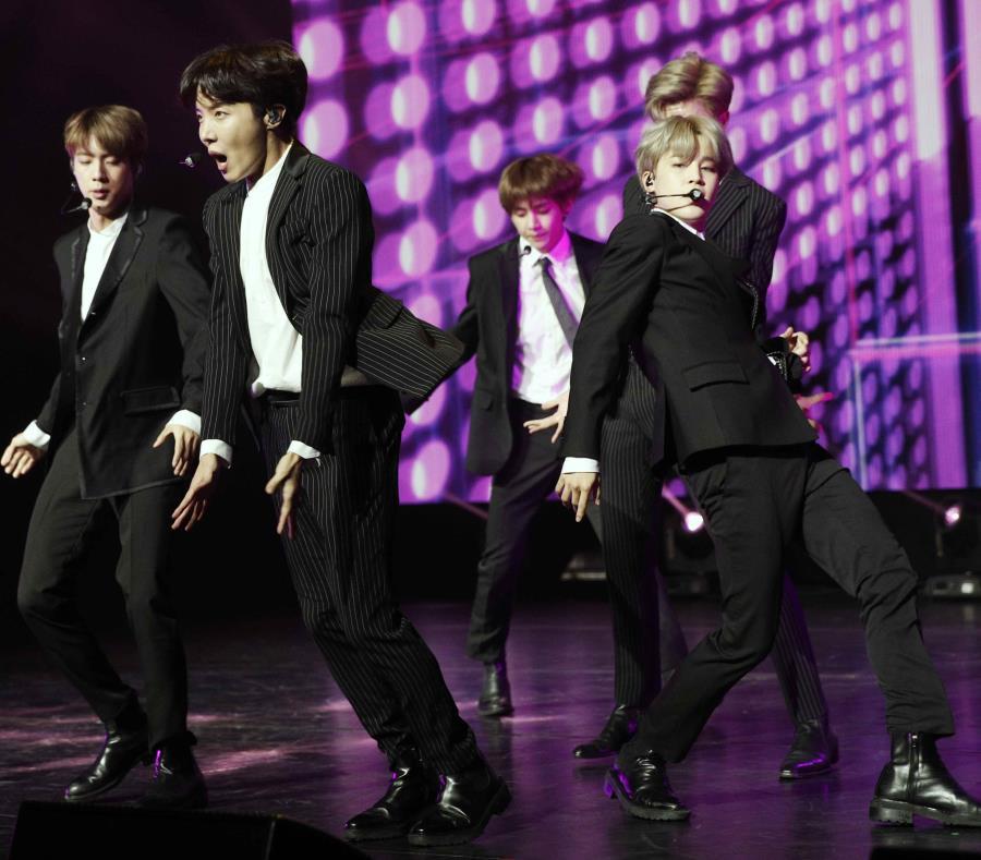 BTS ha participado en festivales internacionales. (semisquare-x3)