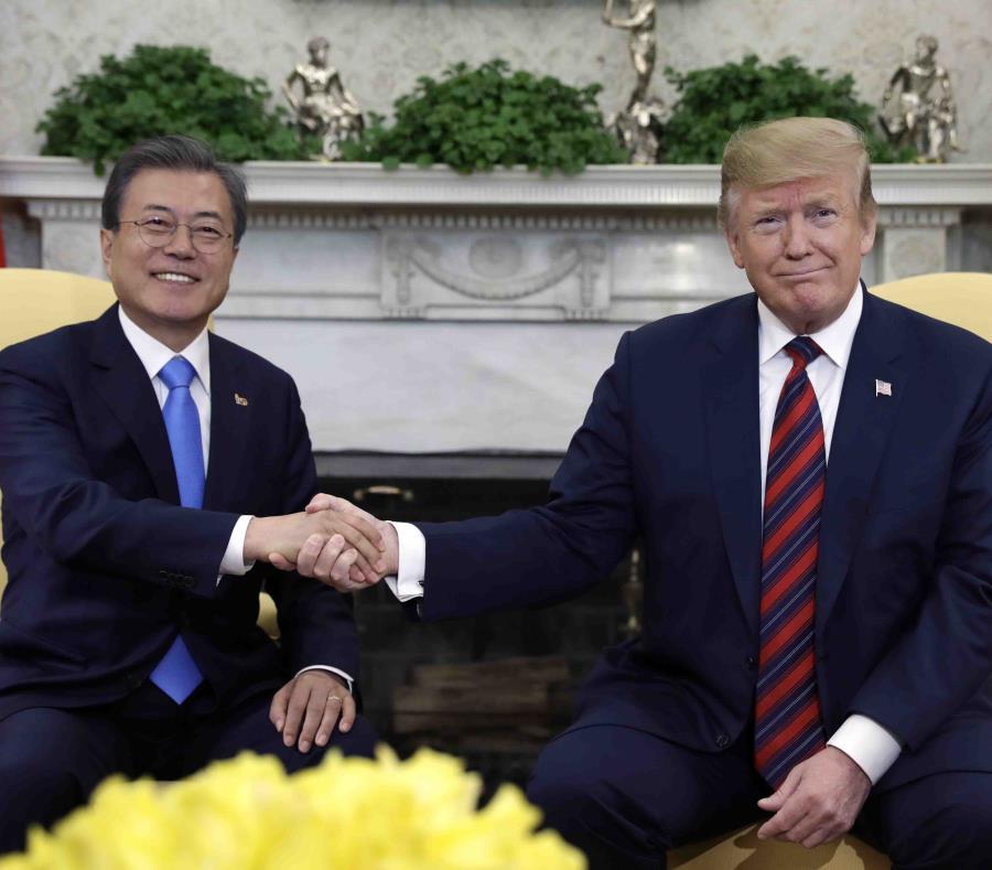 Donald Trump recibió el jueves en la Casa Blanca al presidente surcoreano, Moon Jae-in.  (AP/ Evan Vucci) (semisquare-x3)