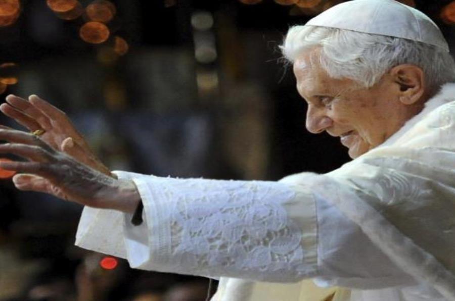 Papa Benedicto XVI (semisquare-x3)