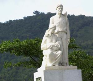 Aseguran que está estable el puente frente al monumento al Jíbaro en Cayey