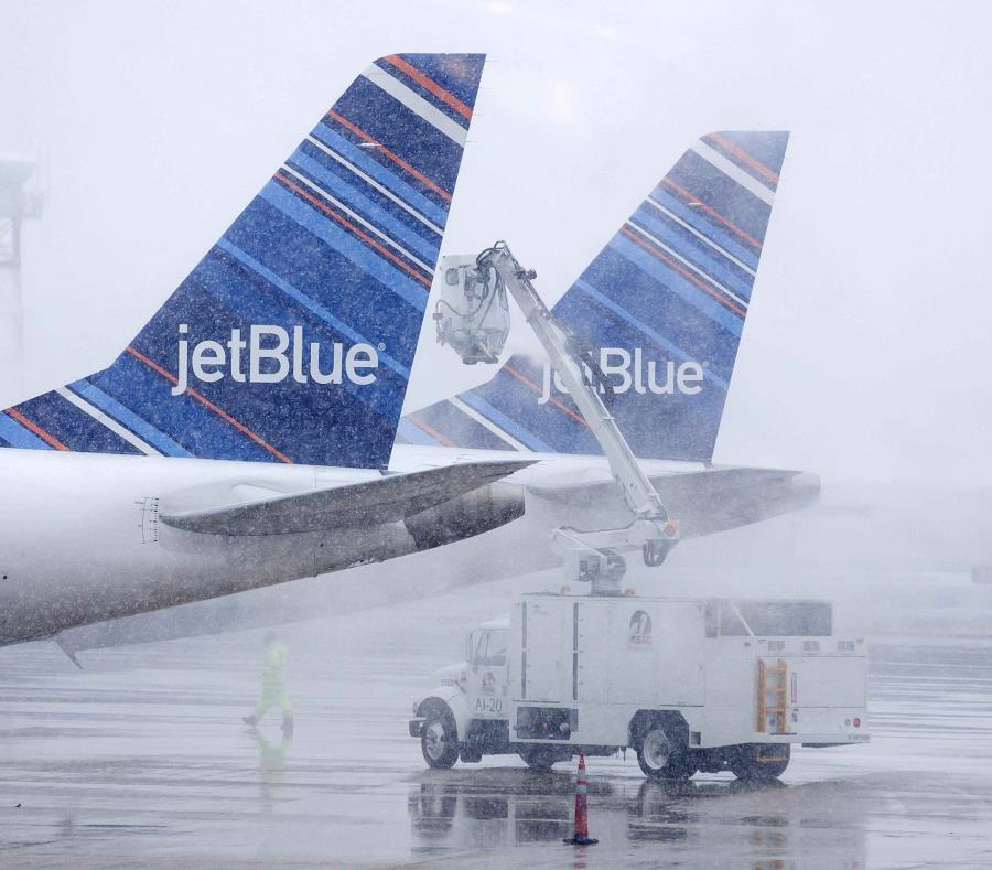 Casi 5,000 vuelos fueron cancelados en todo Estados Unidos. (semisquare-x3)