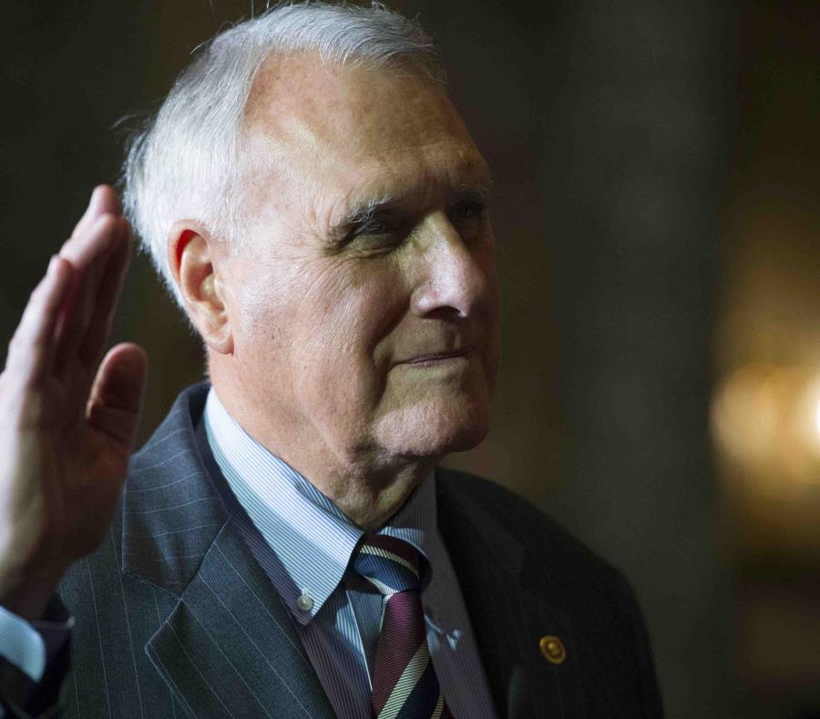 ¿Quién sustituirá a John McCain en el Senado de Estados Unidos?