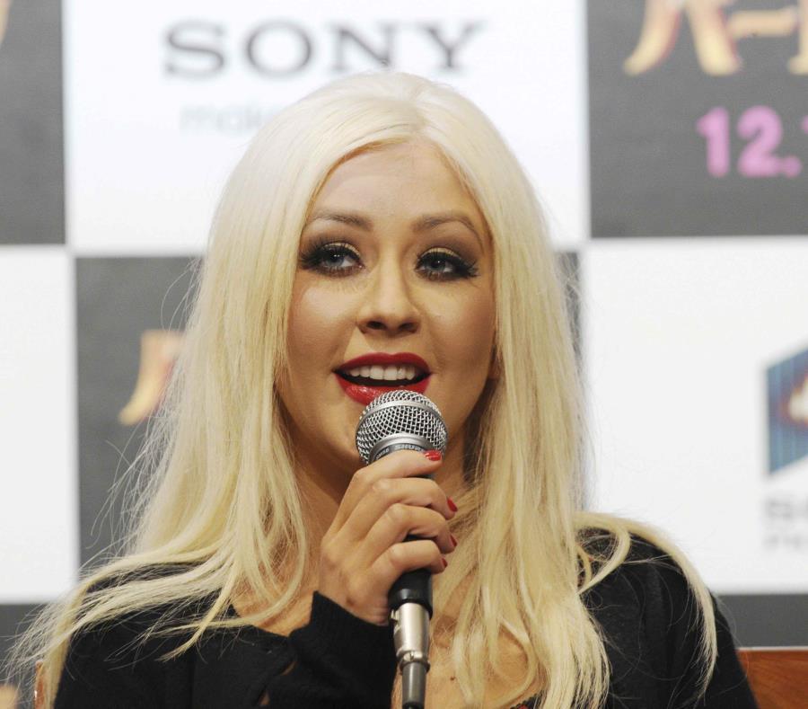 Christina Aguilera se convirtió en cómplice de un romántico momento en medio de su primer show de su