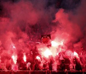 LA UEFA multa por $52,890 al PSG por incidente en su estadio