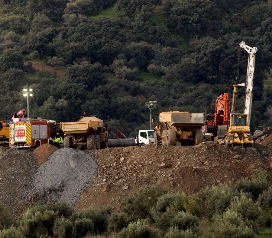 Continúan este domingo los trabajos del rescate de Julen, el niño de dos años que cayó a un profundo y estrecho pozo en la localidad de Totalán, España. (semisquare-x3)