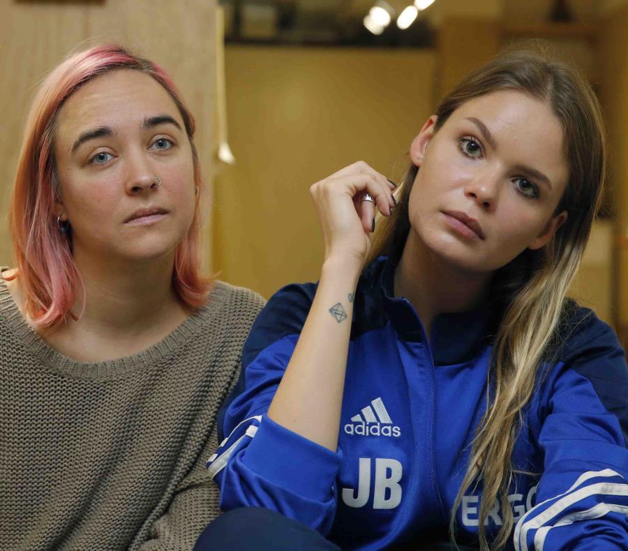 En la imagen, dos integrantes de la banda feminista y de protesta Pussy Riot. (AP) (semisquare-x3)