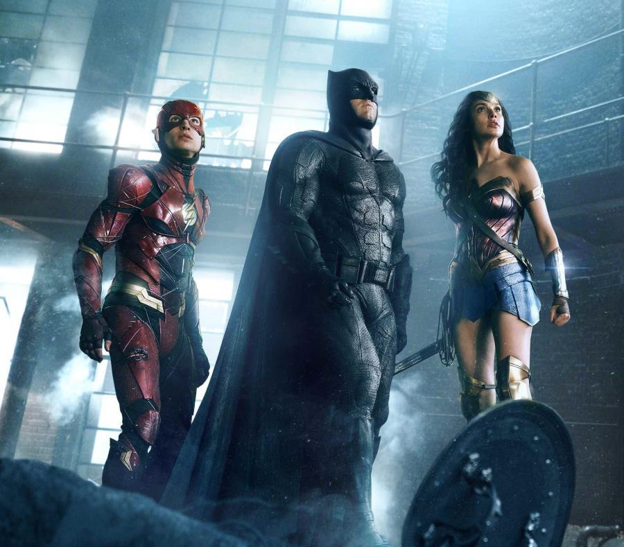Justice League lidera las taquillas en los Estados Unidos, pero apenas ha recaudado $96 millones en 4,051 salas. (AP) (semisquare-x3)