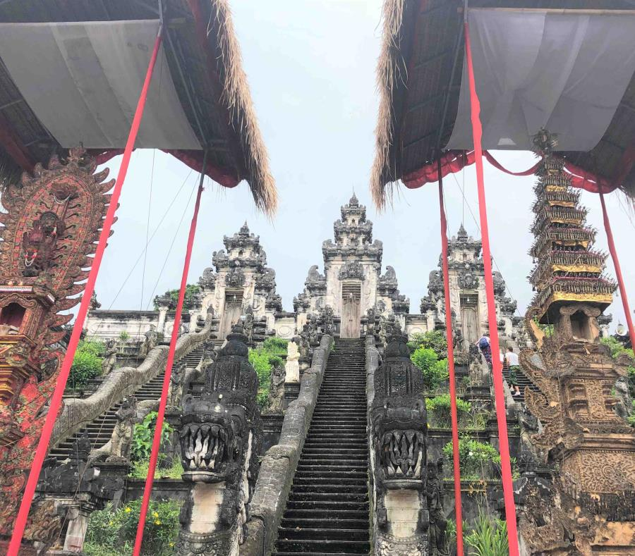 El Templo Lempuyang impresiona por su intrincada arquitectura y belleza única. (semisquare-x3)
