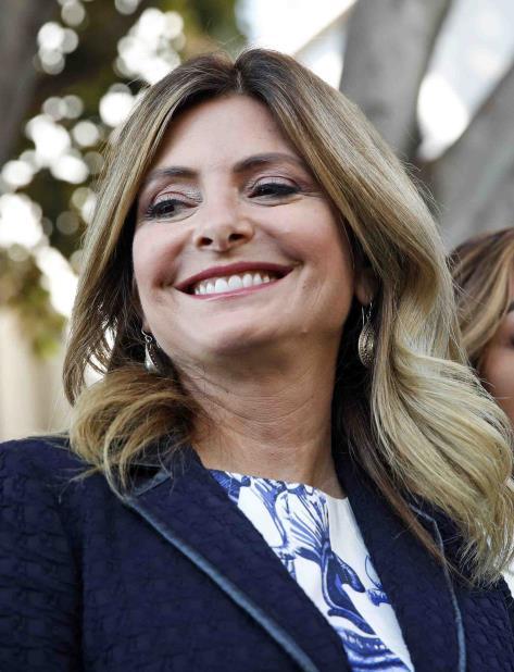 La abogada Lisa Bloom fuera de la corte de  Los Angeles. (AP) (vertical-x1)