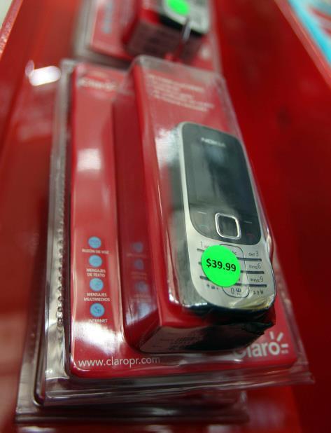 Imagen de un celular de la empresa de telefonía Claro. (GFR Media) (vertical-x1)