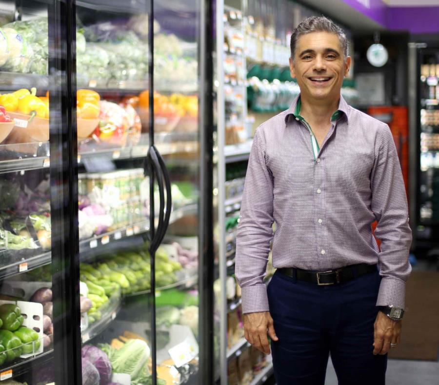 Jorge Machado, propietario de Freshmart, quiere franquiciar la operación del deli que tienen sus supermercados, o el modelo de supermercado con deli incluido. (semisquare-x3)