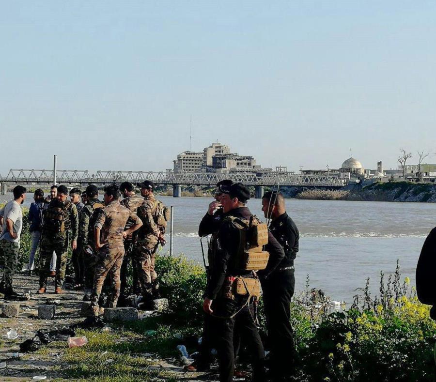 un barco naufragó por exceso de pasajeros en el río Tigris, en Mosul, Irak (semisquare-x3)
