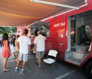 "Otro municipio restringe a los ""food trucks"""