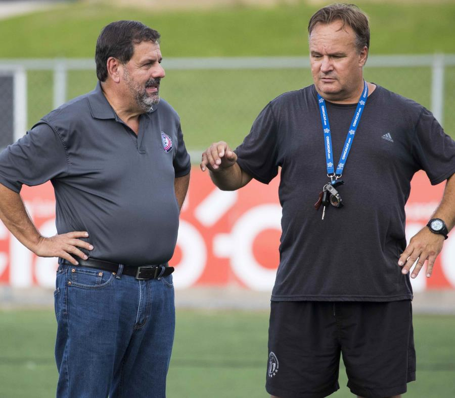 Eric Labrador junto a Shek Borkowski, exdirector técnico de las Selecciones Nacionales Femeninas y actual técnico del club Puerto Rico Sol. (Archivo / GFR Media) (semisquare-x3)