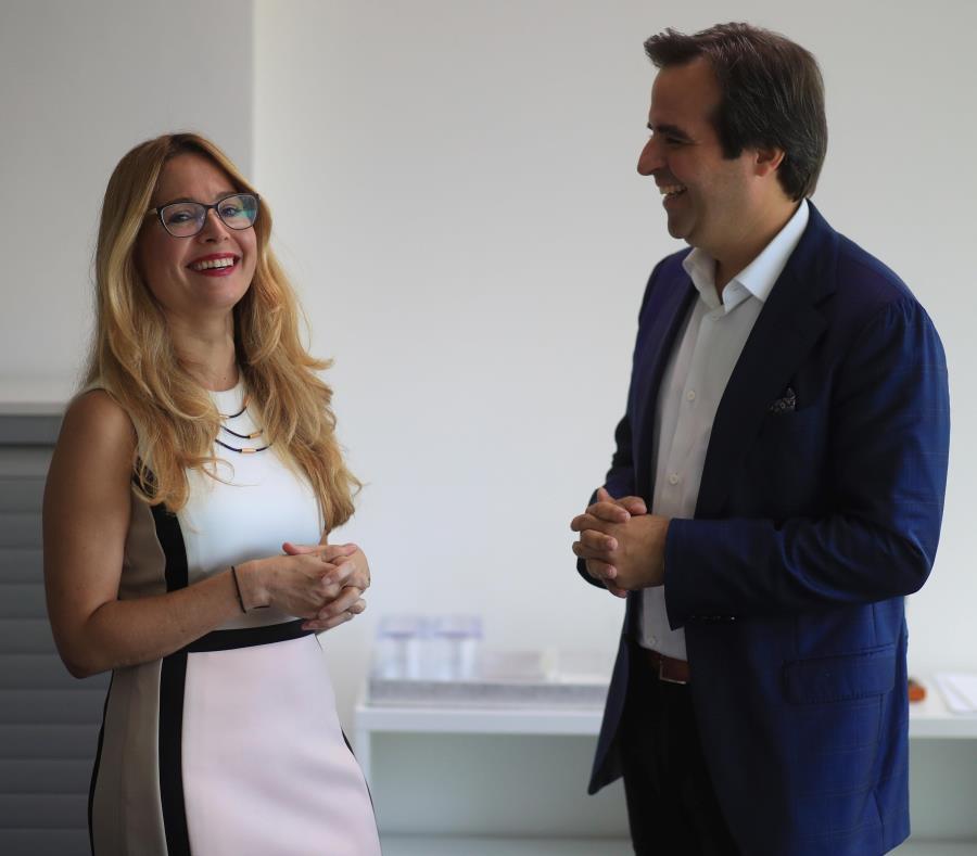 Ella Woger Nieves, gerente de operaciones, y Ricardo Álvarez, miembro de la Junta de InvestPR. (semisquare-x3)
